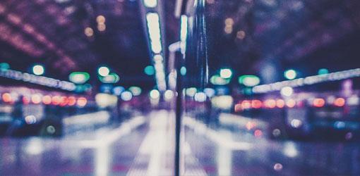 Solteq blog - bokeh yönäkymä neonvaloihin kaupungissa