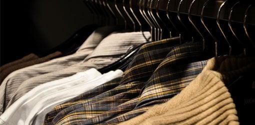 SPR Kontti - tøj hængende fra bøjlen