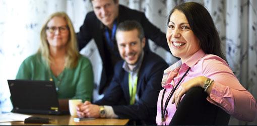 Fortum - hymyileviä energia-alan työntekijöitä