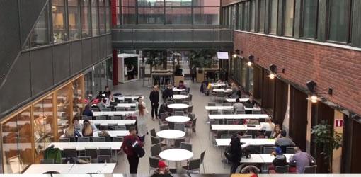Haaga-Helia - oppilaitoksen ruokala kuvattuna parvelta