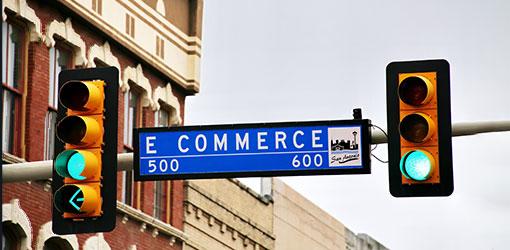 Trafiklys på Commerce street