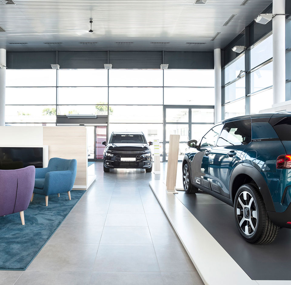 Service Box - Stylish car dealer store with glass facade